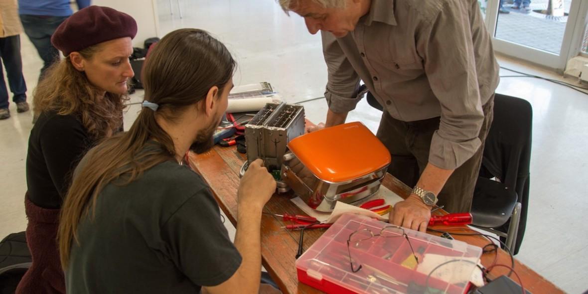 Ein Toaster wird repariert